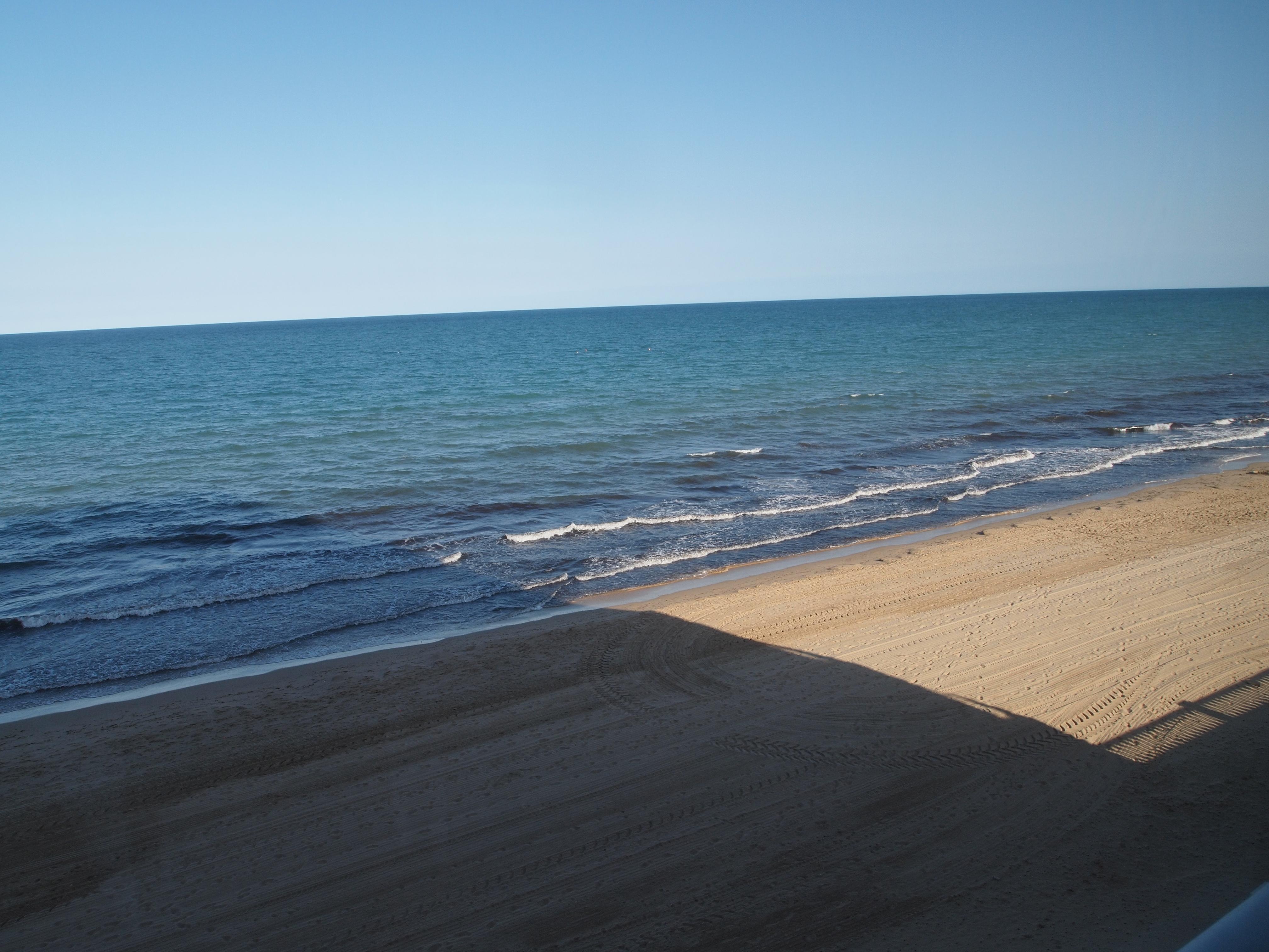 PISO EN PRIMERA LINEA DE ARENALES DEL SOL