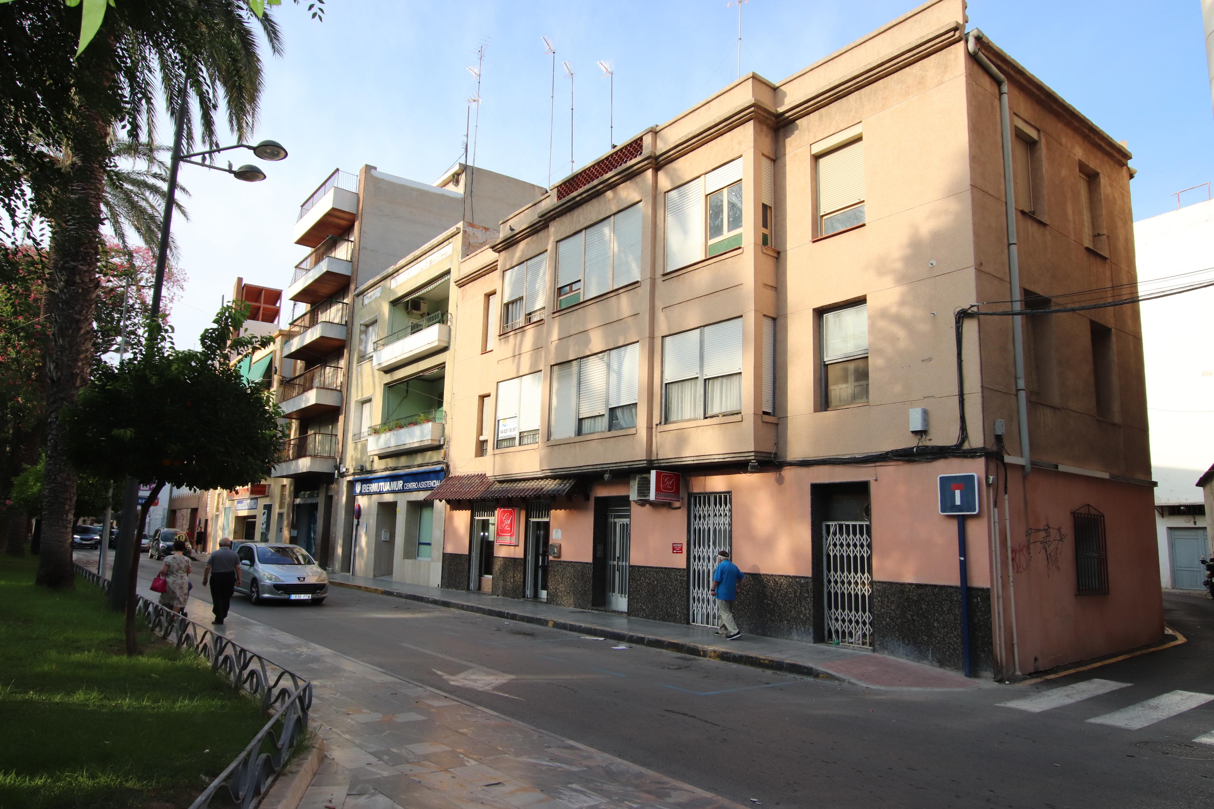 Edificio completo en pleno centro de Orihuela con posibilidad de construcción de 5 plantas mas atico