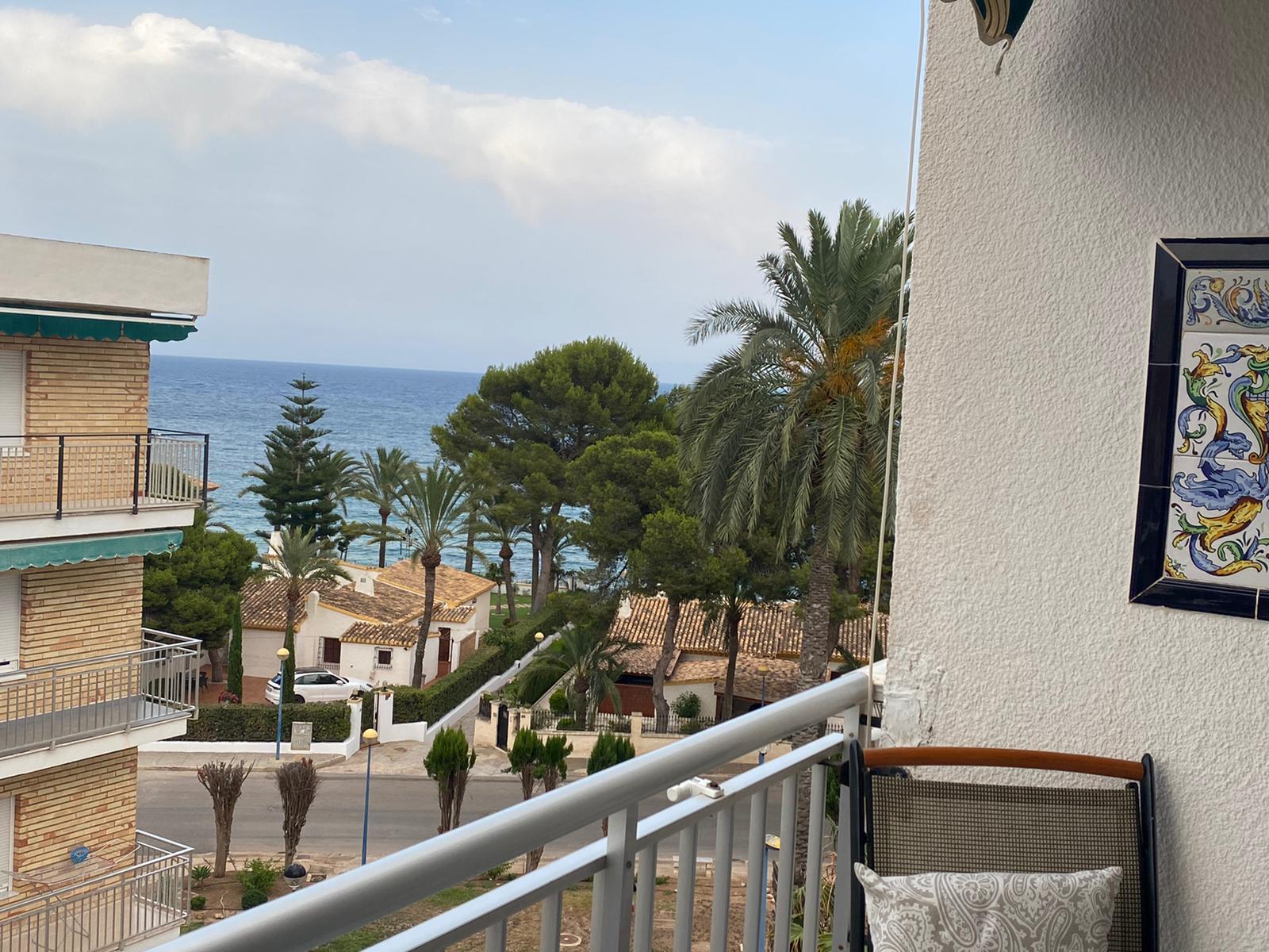 Piso de 2 dormitorios, terraza con vistas al mar a menos de 100 metros de la playa